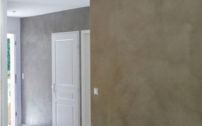 Entrée Plâtre et chaux en gris béton